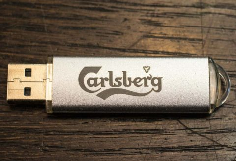 Гравировка флешеки Carlsberg