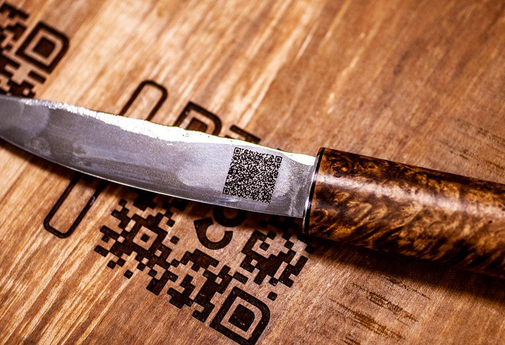 Гравировка QR-кода на якутском ноже