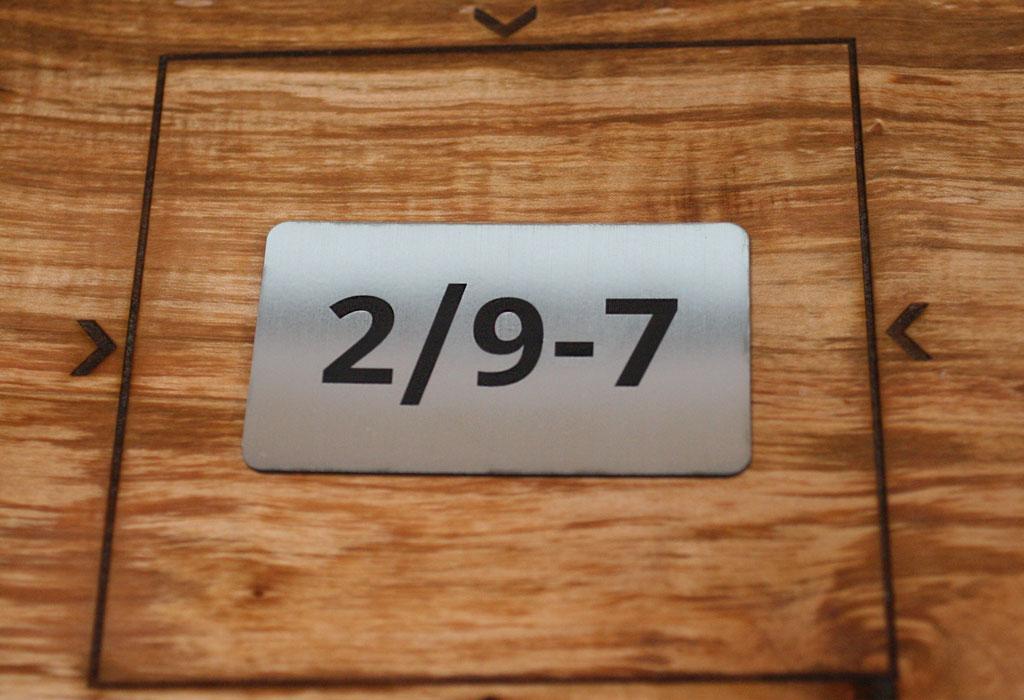 Маленькие таблички с номером кабинета